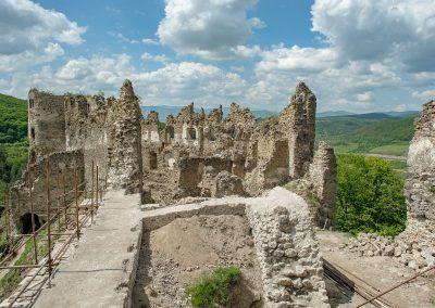 Malé jarné objavovanie – Múry hradu statočného šaša