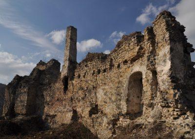 Cez Považský hrad na pútavé Klapy