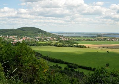 Ku Vinianskemu hradu a jazeru vo Vihorlatských vrchoch