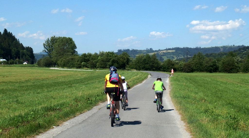 Na bicykli s deťmi pozdĺž rieky Kysuca ku železničnej stanici Oščadnica