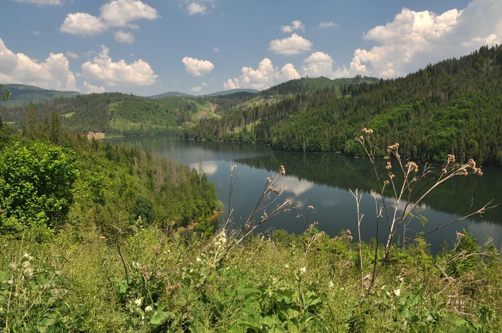 Popri vodnej nádrži Nová Bystrica ku kostolíku v Riečnici